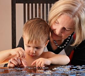 Nauka poprzez zabawę, czyli jakie są zalety gier i zagadek logicznych dla dzieci
