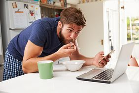 Zapominanie o śniadaniu jest groźne dla zdrowia. Zobacz, do czego prowadzi