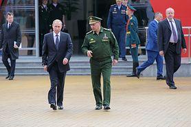 W czym tkwi sekret sztywnej ręki Władimira Putina?