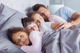 Czy dziecko może spać z rodzicami?