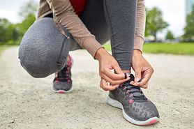 Naturalne sposoby na pozbycie się nieprzyjemnego zapachu z obuwia