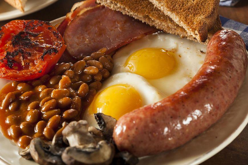 123rf.com Brytyjskie śniadanie zawiera dużo tłuszczu i kalorii