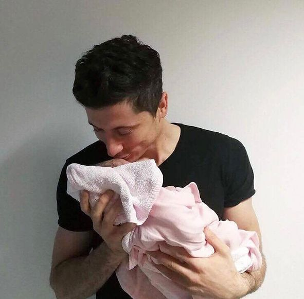 Robert Lewandowski pochwalił się swoją córeczką w sieci