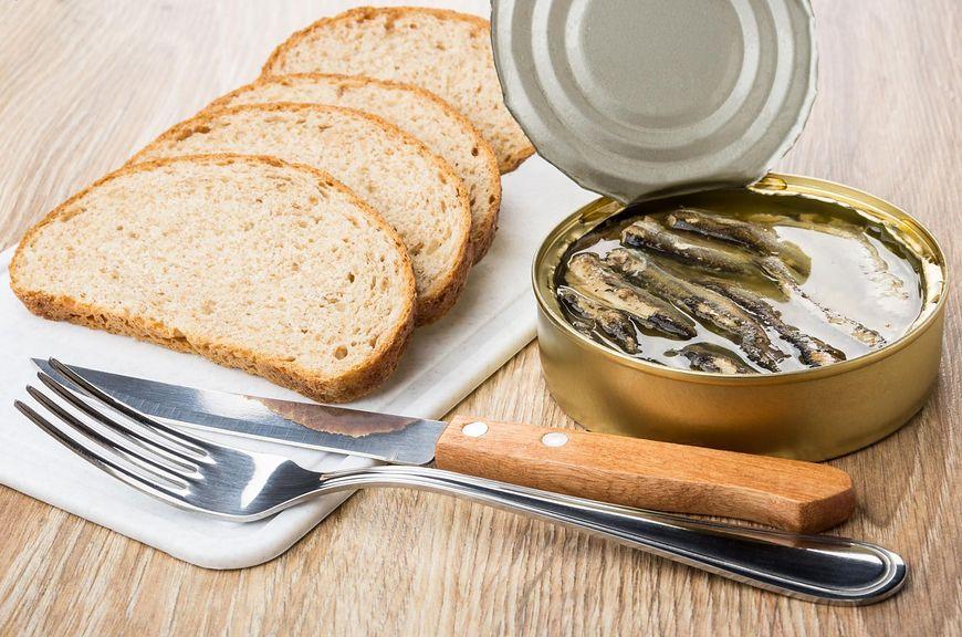 Wady jedzenia w puszkach [123rf.com]
