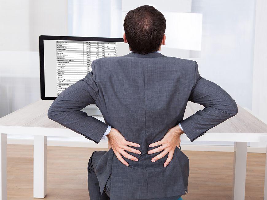 siedzenie przed komputerem [123rf.com]