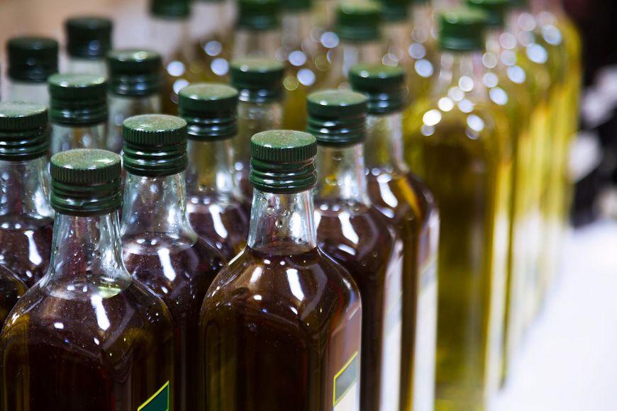 Olej nierafinowany jest bardziej naturalny, ale nie można na nim smażyć