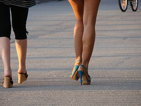 Jak schudnąć z nóg? Dieta i trening na szczupłe uda i łydki