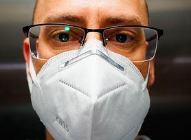 Koronawirus. Jak zapobiec parowaniu okularów podczas noszenia maski?