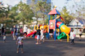 Place zabaw podczas upałów mogą być niebezpieczne. Sprawdź, co może grozić twojemu dziecku