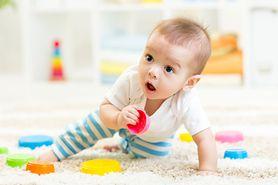 Do raczkowania i biegania - przegląd skarpetek niemowlęcych