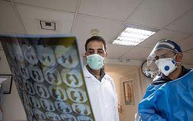 """Koronawirus. Bezobjawowi zakażeni też mają uszkodzone płuca? Prof. Robert Mróz tłumaczy skąd się bierze obraz """"mlecznego szkła"""""""