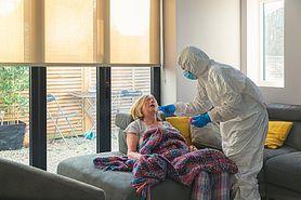 Koronawirus. Jak leczyć COVID-19 w domu? Lek. Michał Domaszewski tłumaczy najnowsze wytyczne