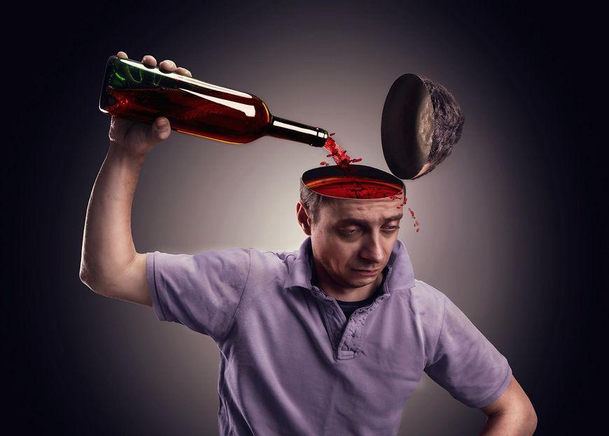 Dbaj o swoje bezpieczne wakacje. Jeśli pijesz alkohol unikaj pewnych zachowań i czynności