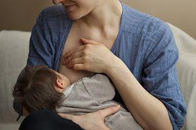 Publiczne karmienie piersią – czy powinno być zakazane?