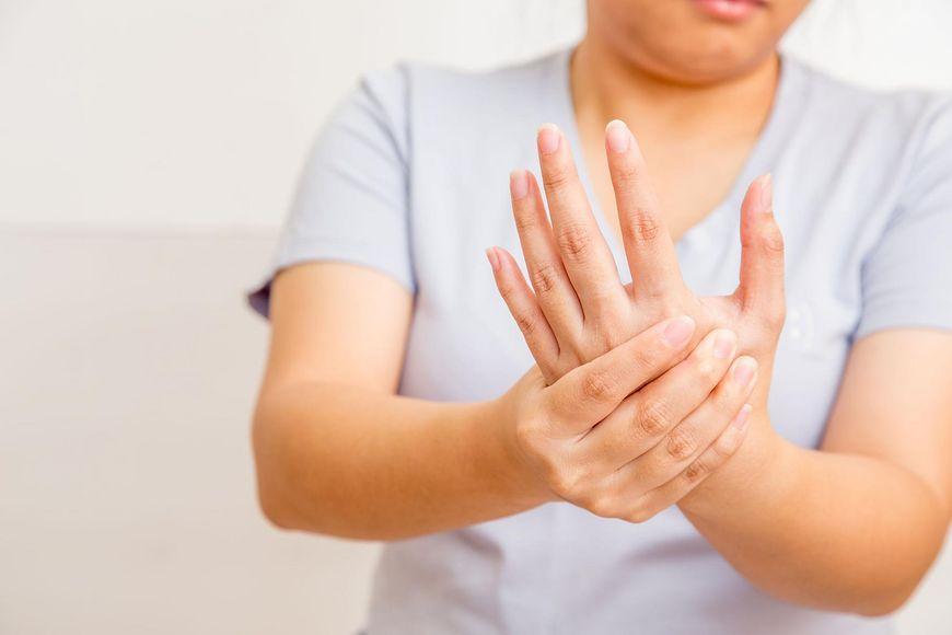Brak odpowiednich witamin może powodować drżenie rąk