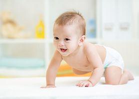 Raczkowanie niemowlaka