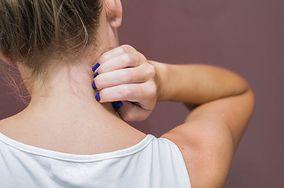 Swędzenie szyi - o jakich chorobach może świadczyć? Sprawdź ryzyko