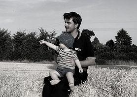 """""""Był młody i zdrowy"""". 27-letni Brytyjczyk zmarł 3 tygodnie po szczepionce AstraZeneca"""