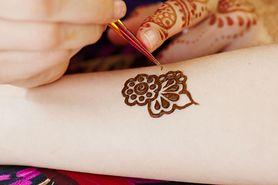 Niebezpieczne zmywalne tatuaże z czarnej henny