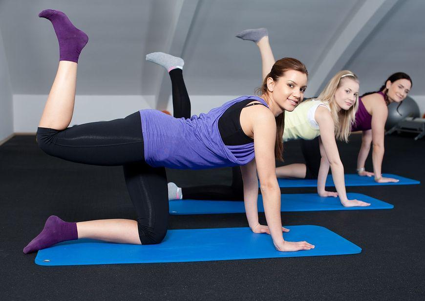 Kobiety ćwiczące na siłowni