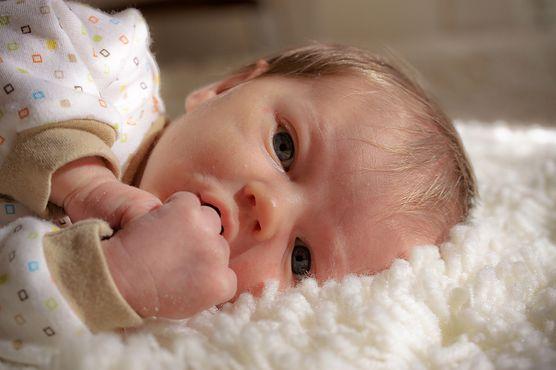 Anemia u niemowlaka może powodować dalsze problemy ze zdrowiem i rozwojem - przekonaj się, co jest jej najczęstszą przyczyną i jak ją leczyć