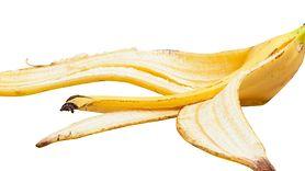 Włóż skórkę od banana do doniczki. Efekty cię zaskoczą (WIDEO)