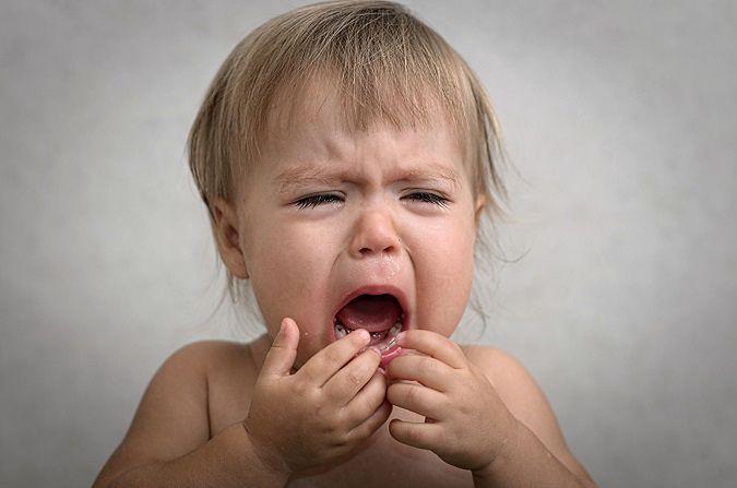 Dlaczego ząbkowanie sprawia tyle bólu?
