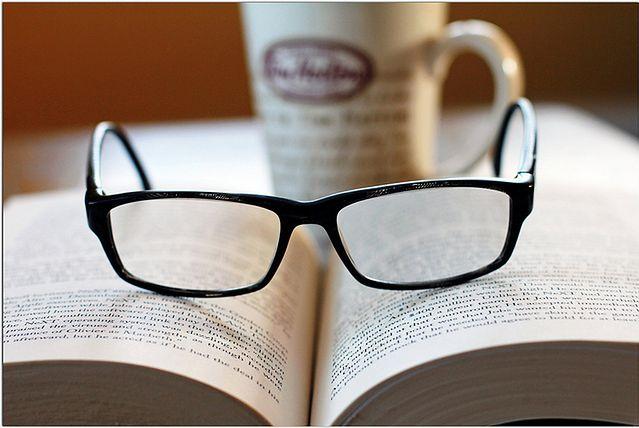 Zasada trzecia: zamień szkła kontaktowe na okulary