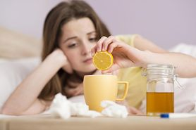Domowe sposoby na przeziębienie - herbata z miodem, mleko z miodem, chrzan, płukanki, syrop z cebuli i buraków