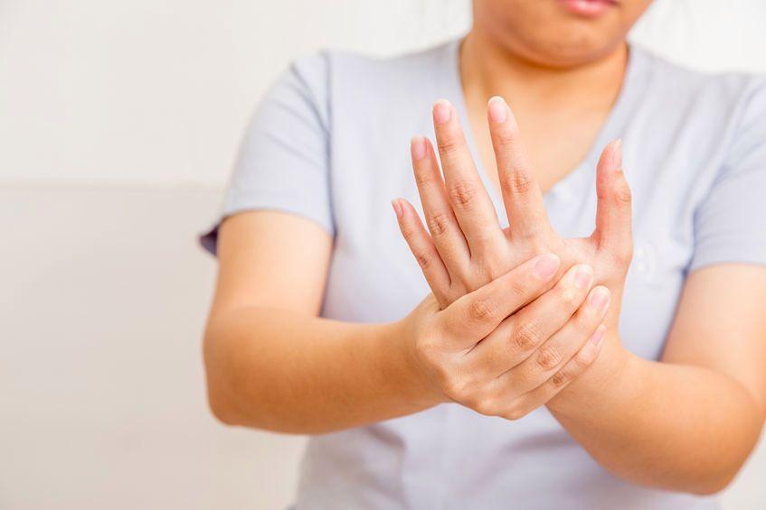 Co dłonie i paznokcie mowią o zdrowiu?