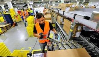 Amazon podnosi płace w Sosnowcu. W USA to 15 dolarów za godzinę. W Polsce nie jest tak różowo