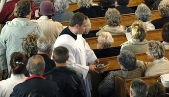 """Opłaty za chrzest. """"Nowa dusza to największa ofiara"""", ale średnio to 130 złotych"""