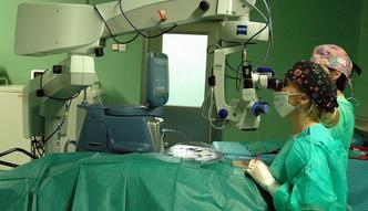 NFZ dwoi się i troi, by utrudnić leczenie zaćmy w Czechach. Nowe zasady mniej straszne niż długie kolejki
