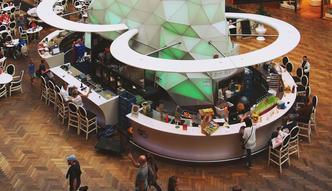 Coraz więcej gastronomii w galeriach handlowych. Polacy chętnie jedzą poza domem