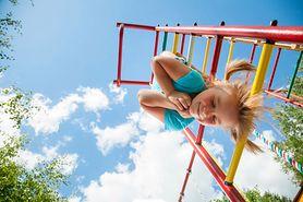 Kiedy pozwolić dziecku pójść samemu na dwór?