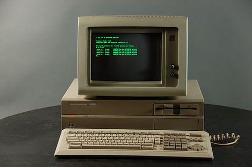 Commodore 900 miało stanowić furtkę w świat 16-bitowców. Na szczęście pomysł został szybko porzucony na rzecz Amigi.
