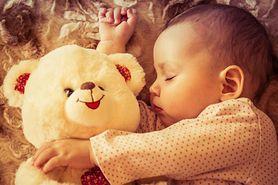 Ile śpi niemowlę?