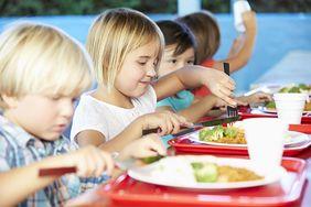 Co na świecie serwuje się dzieciom w szkolnych stołówkach?