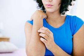 Bąbel pokrzywkowy - jak wygląda, przyczyny, objawy, leczenie