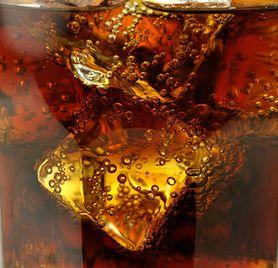 Co się dzieje w organizmie, gdy pijesz colę? (WIDEO)