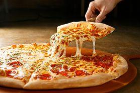 Chrupiące ciasto do pizzy – z tym przepisem zawsze się udaje (WIDEO)