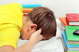 MEN odpowiada: uczniowie nadal będą odrabiać lekcje
