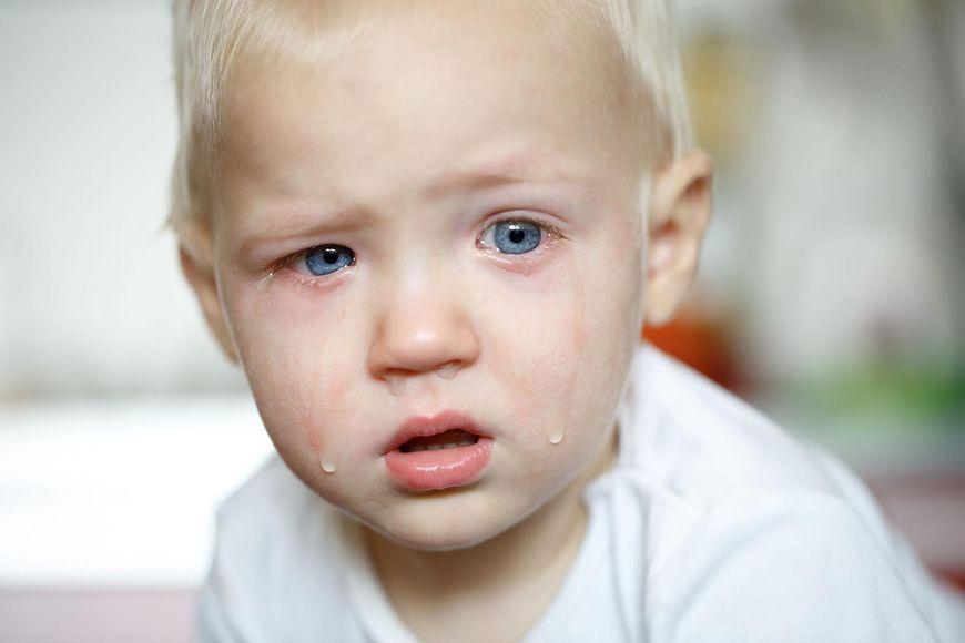 Płaczące małe dziecko