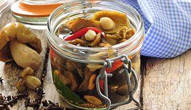 Przepis na marynowane grzyby. To łatwiejsze niż myślisz, a składniki znajdziesz w domu