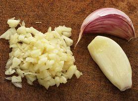 Jak prawidłowo przygotowywać czosnek, aby zachował swoje właściwości zdrowotne?