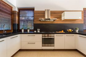 Firanka czy roleta - co lepiej sprawdzi się w przypadku okna kuchennego