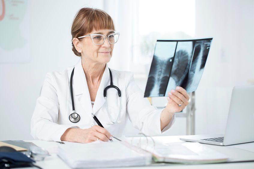 Rak płuc może długo nie dawać charakterystycznych objawów