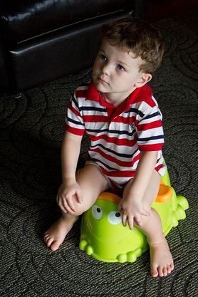 Poznaj sprawdzone sposoby, dzięki którym nauczysz dziecko korzystania z nocnika