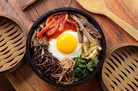 Bibimbap - przepis na ryż po koreańsku, składniki i przygotowanie
