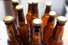 Porady dla rodziców. Szklanka piwa tygodniowo może powodować choroby serca. Badania